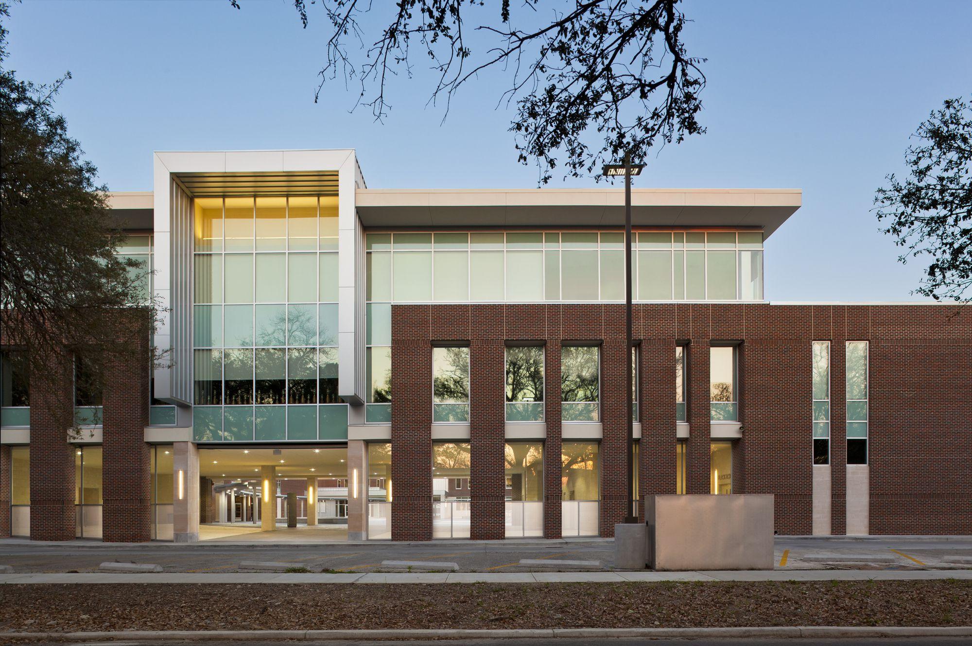 Baton Rouge Magnet High School / Chenevert Architects + Remson|Haley|Herpin Architects