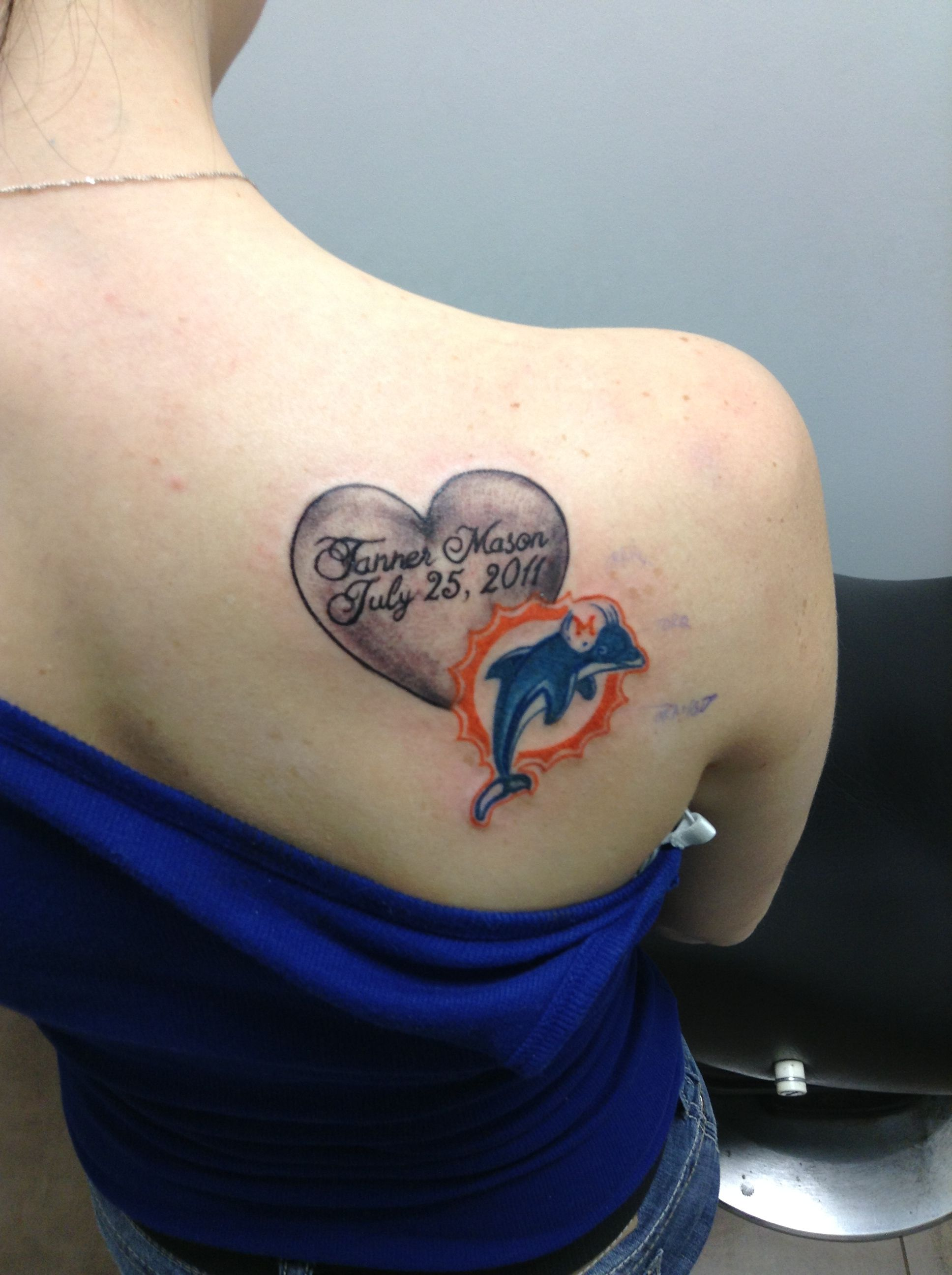 Miami Dolphin Tattoo : miami, dolphin, tattoo, Tattoo, Miami, Dolphins, Signifies, First, Family, Together,, Where, Dolphins,