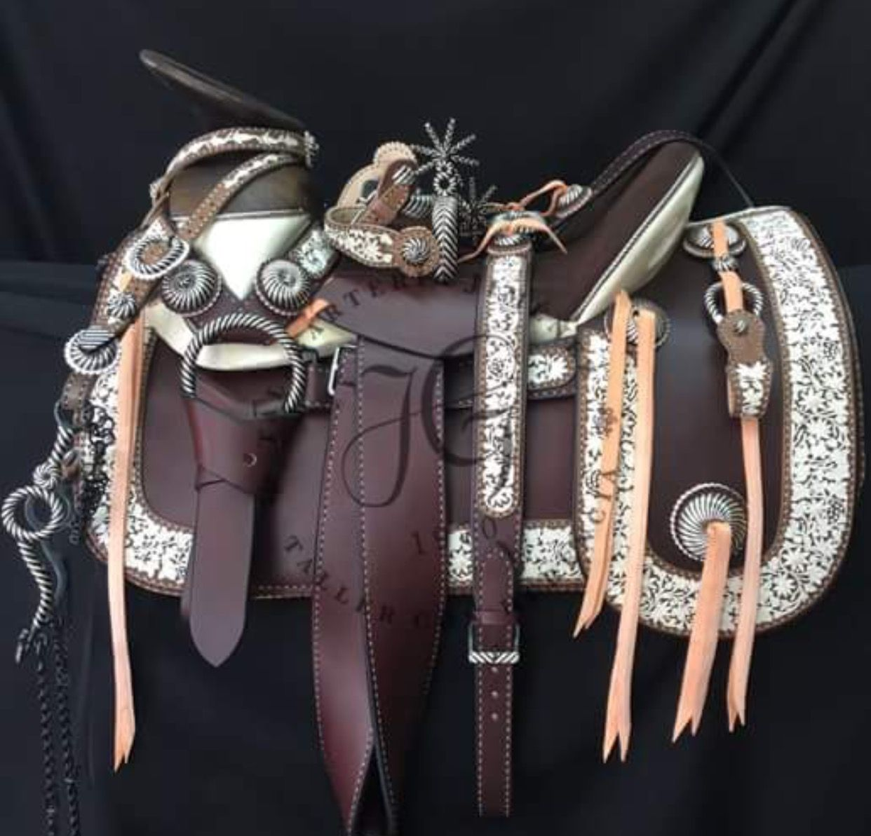 Pin de vanesa jaquez en monturas pinterest charreria for Monturas para caballos