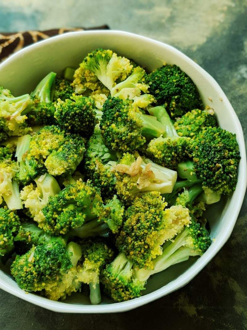 Easy 5 Minute Microwave Steamed Broccoli With Garlic 5 Quick Dinner Ideas Recipe Steamed Broccoli Broccoli Steamed Broccoli Recipes