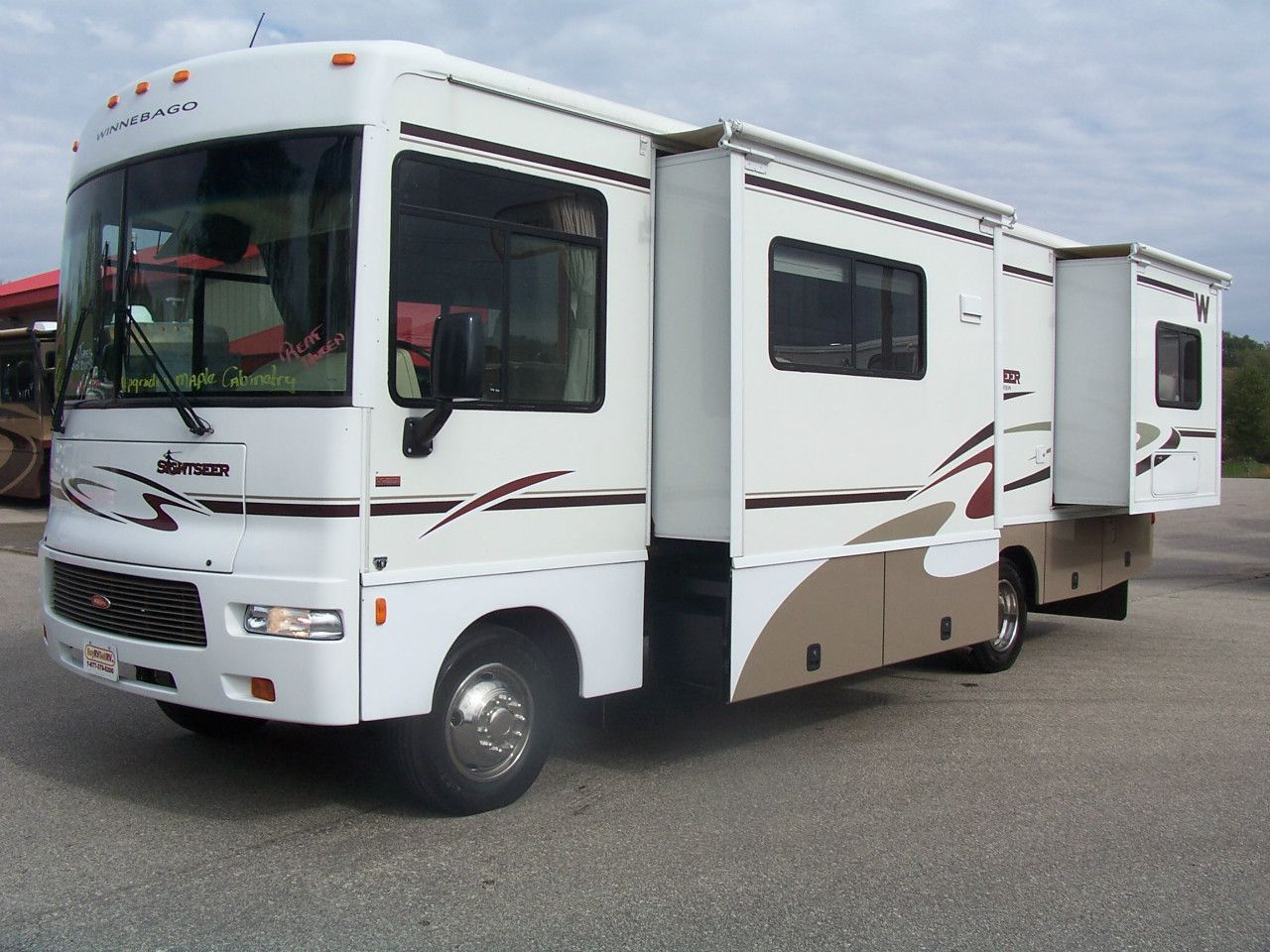 Check out this 2006 Winnebago SIGHTSEER 29R listing in