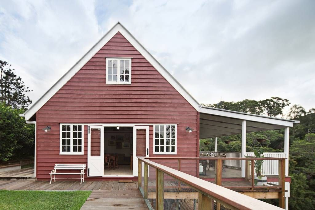Little Red Barn In The Noosa Hinterland Houses For Rent In Eumundi Noosa Hinterland Queensland Australia Renting A House Red Barn House