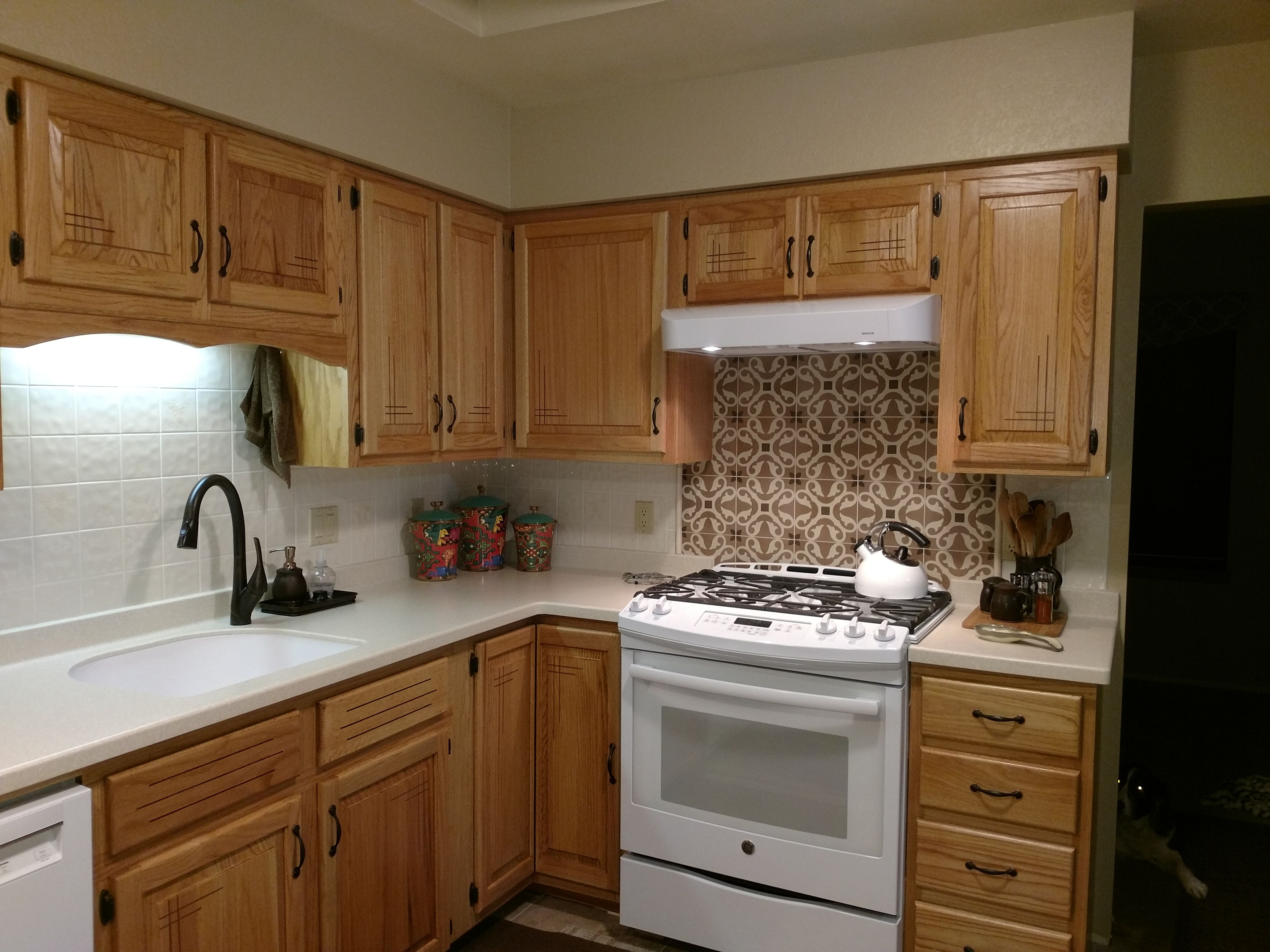 Finished Kitchen Cabinets With New Countertops It Was Great To Renew Reuse Existing Cabinets And Save Lots O New Countertops Finish Kitchen Cabinets Kitchen