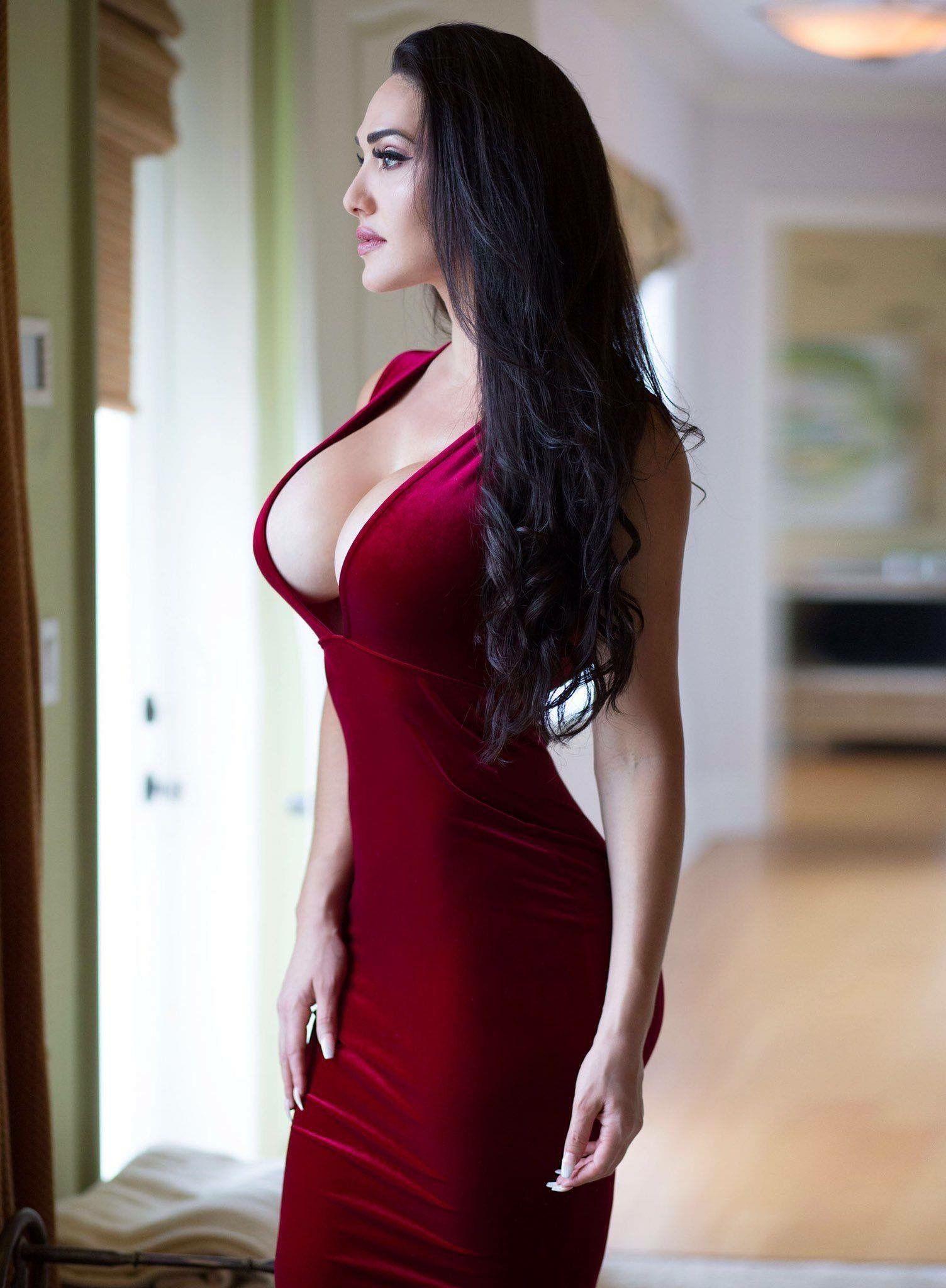 Pin Oleh Levi71 Di Red Wanita Cantik Wanita Berlekuk Wanita
