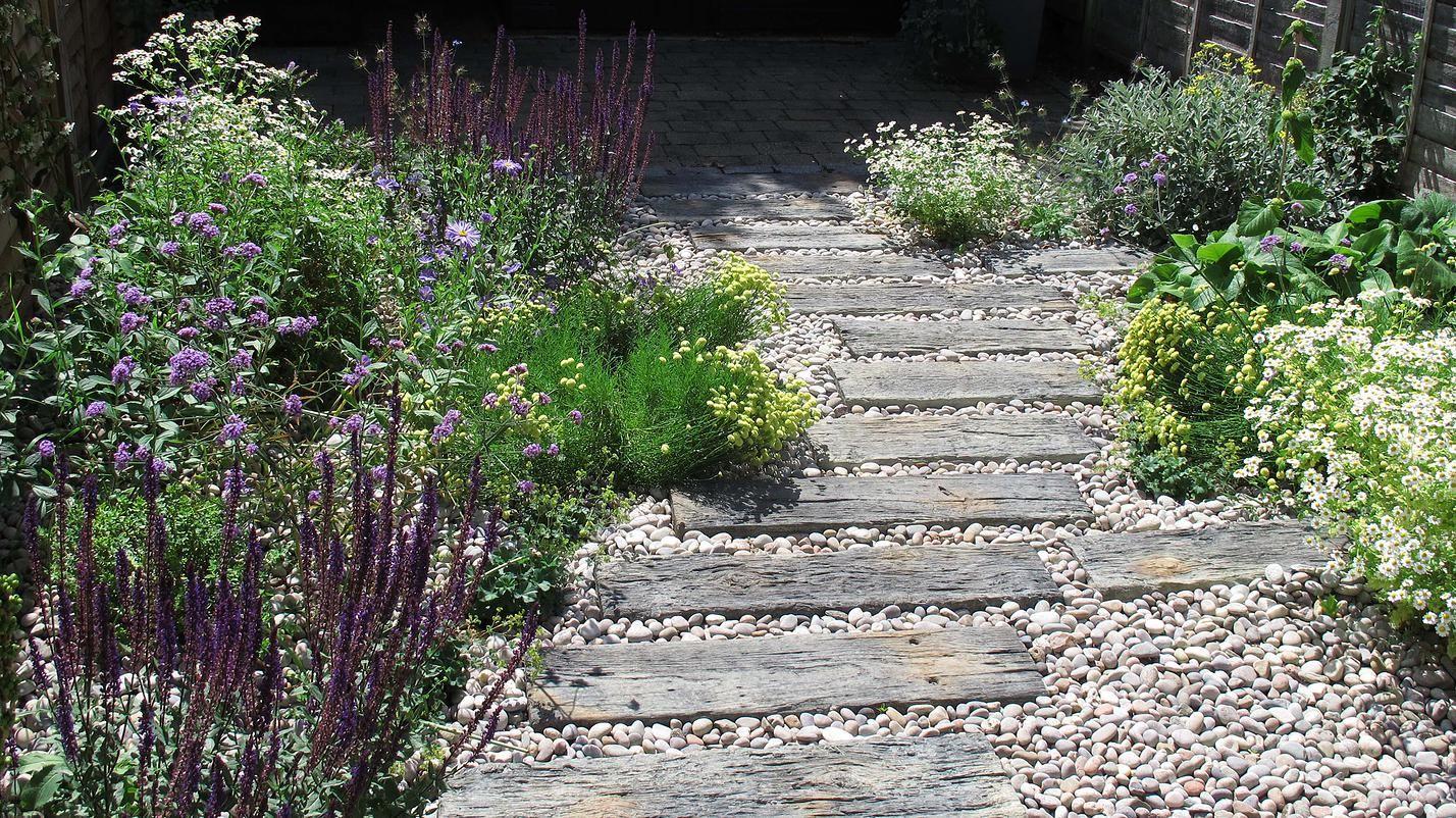 fenton roberts garden design, sleeper path through gravel ...