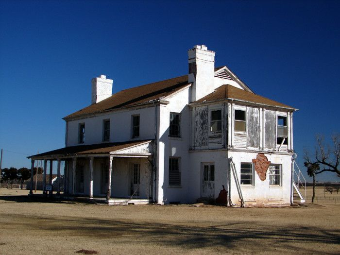 Take A Road Trip To 9 Of Oklahoma S Most Haunted Places Haunted Oklahoma Haunted Places Abandoned Places