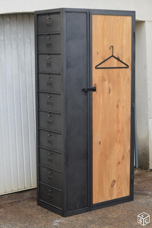 Cool metal and wood locker bookcase Vendu avant du0027aller sur le site