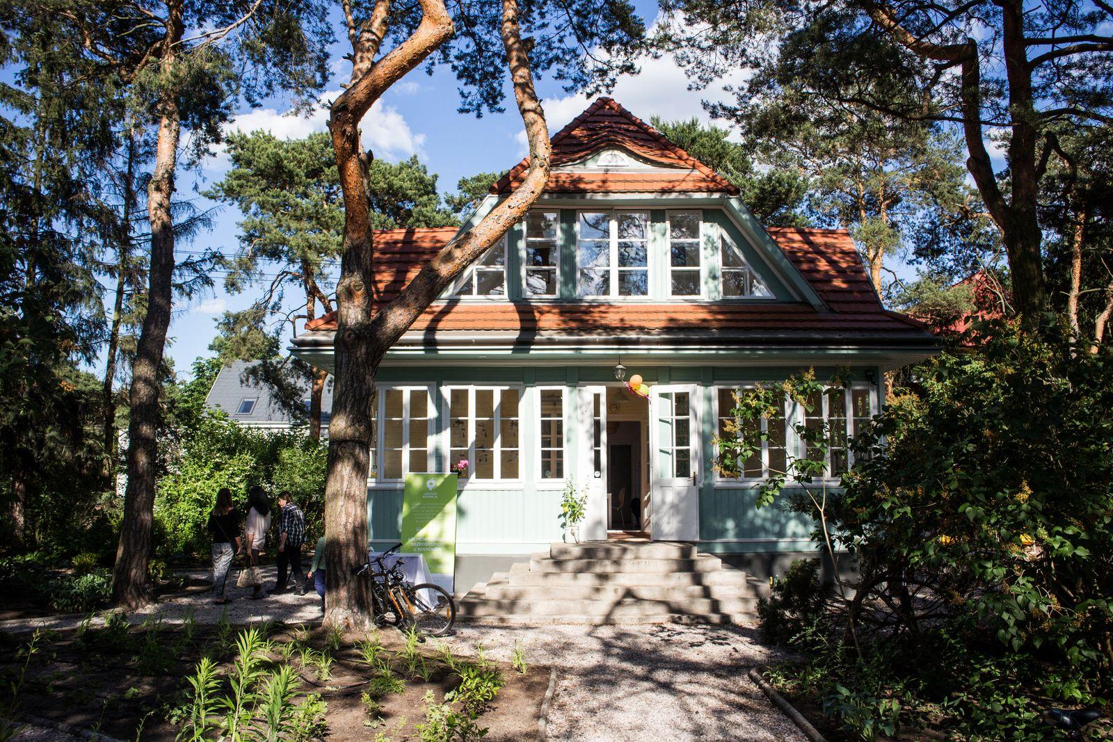 Halo Tu Wawer I Okolice Bajka W Radosci Letnisko Do Wynajecia House Styles Outdoor Structures Design