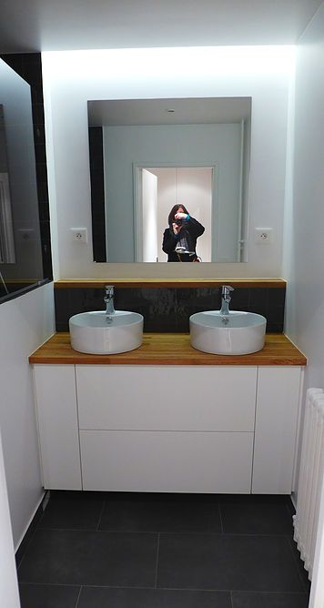 Salle de bain, meuble sur mesure en médium laqué blanc, crédence en - faux plafond salle de bain