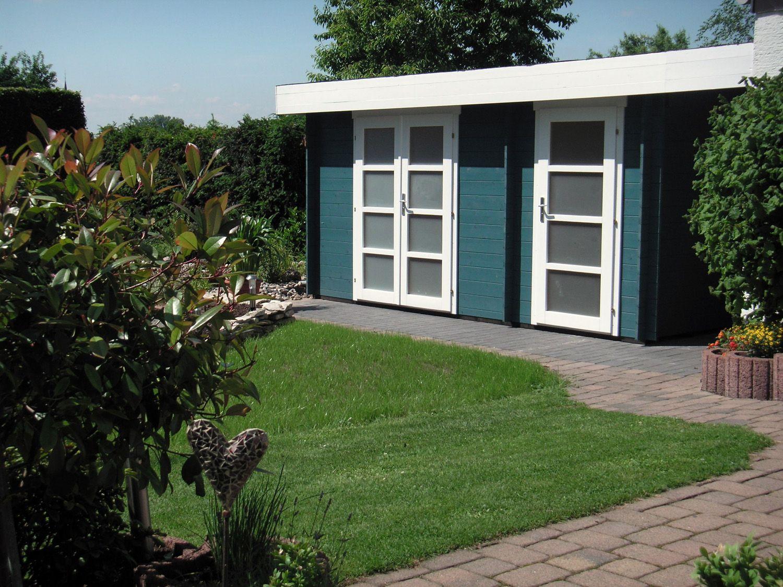 Flachdach Gartenhaus in Dunkelgrün und Weiß mit