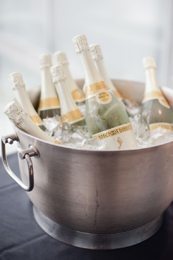 Lots of bubbly champagne at Bridal shower | fabmood.com