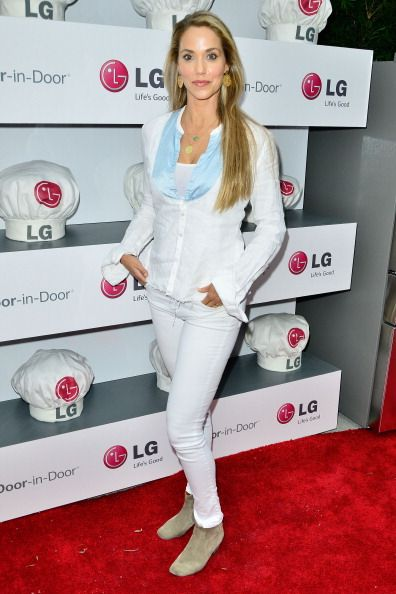 Elizabeth Berkley attends LG and Chef Sandra Lee Host LG Junior Chef Academy to celebrate the launch of the Door-in-Door Refrigerator with CustomChill, Benefiting No Kid Hungry at The Washbow on July 15, 2014 in Culver City, California