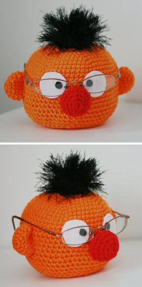 GT's eyeglasses holder. Wish I could crochet.