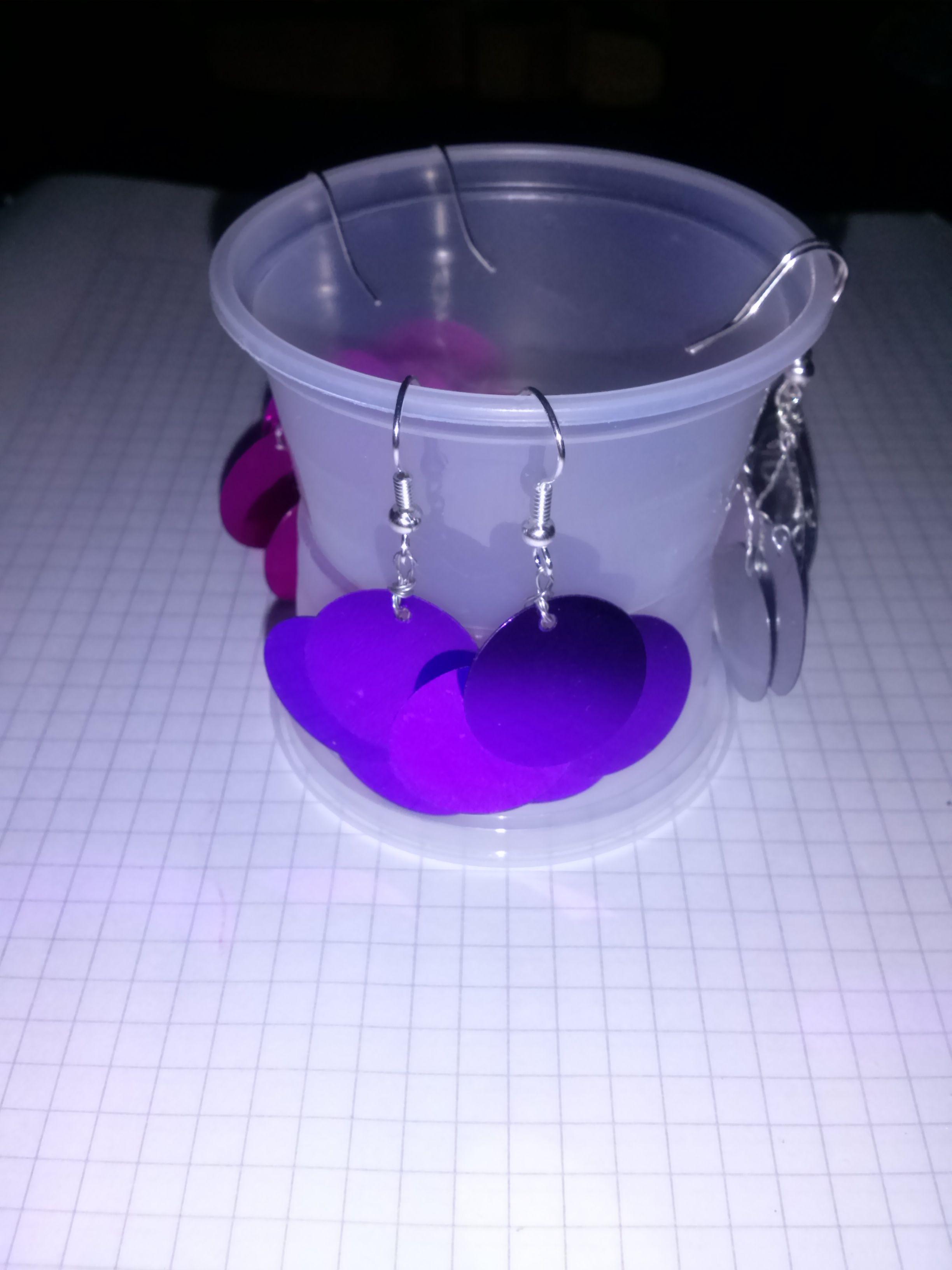 Aros lentejuelones violetas