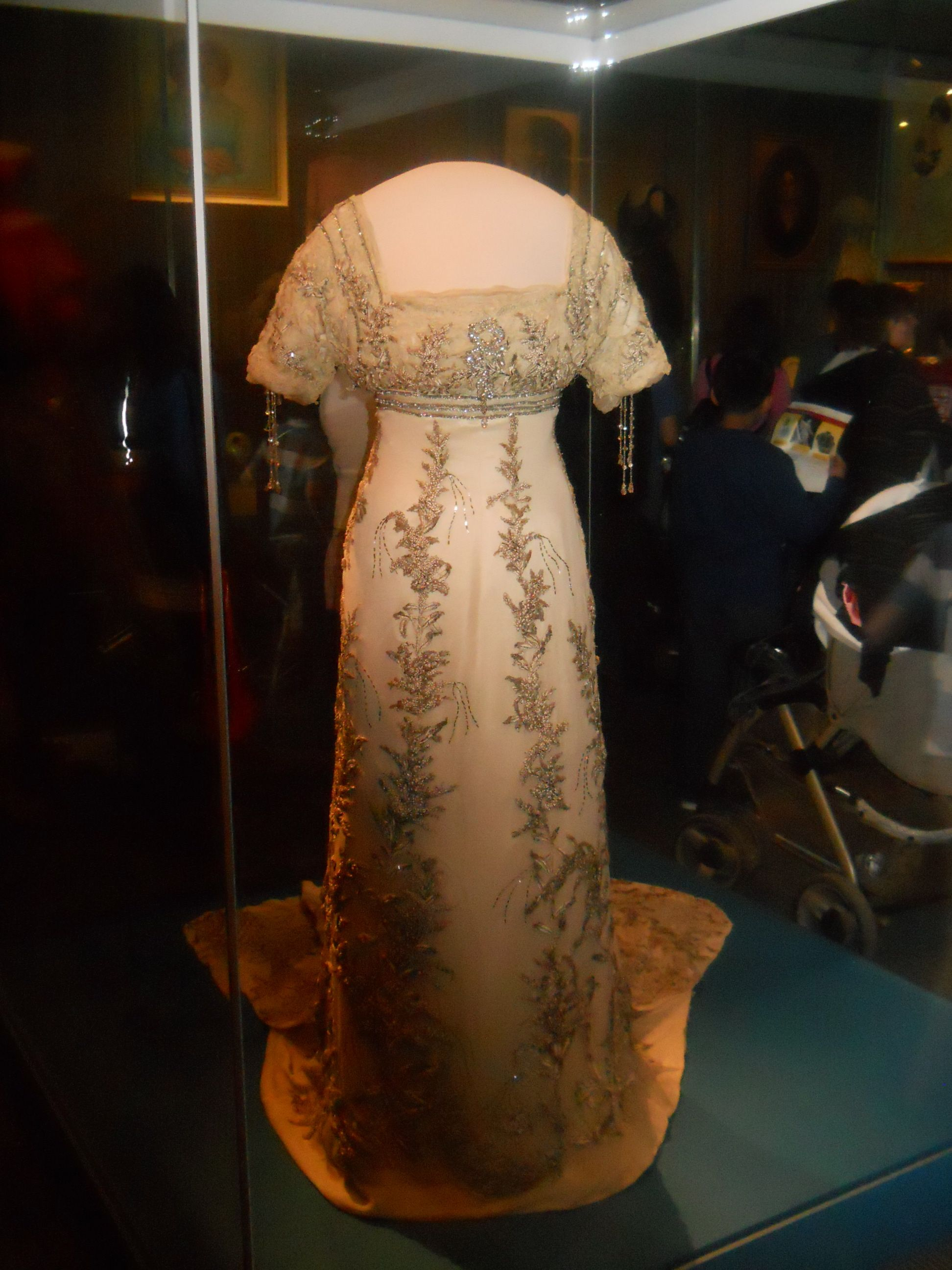 First Ladies Gown Collection At The National Museum Of American History Washington Dc Ladies Gown Vintage Gowns Doll Dress
