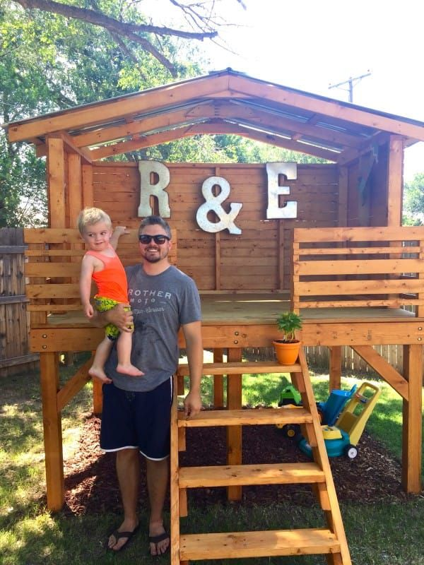 Dad Lays Out 4 Wooden Boards To Create An Incredible Fort For His Very Lucky 2 Year Old Backyard Fort Play Houses Kids Forts