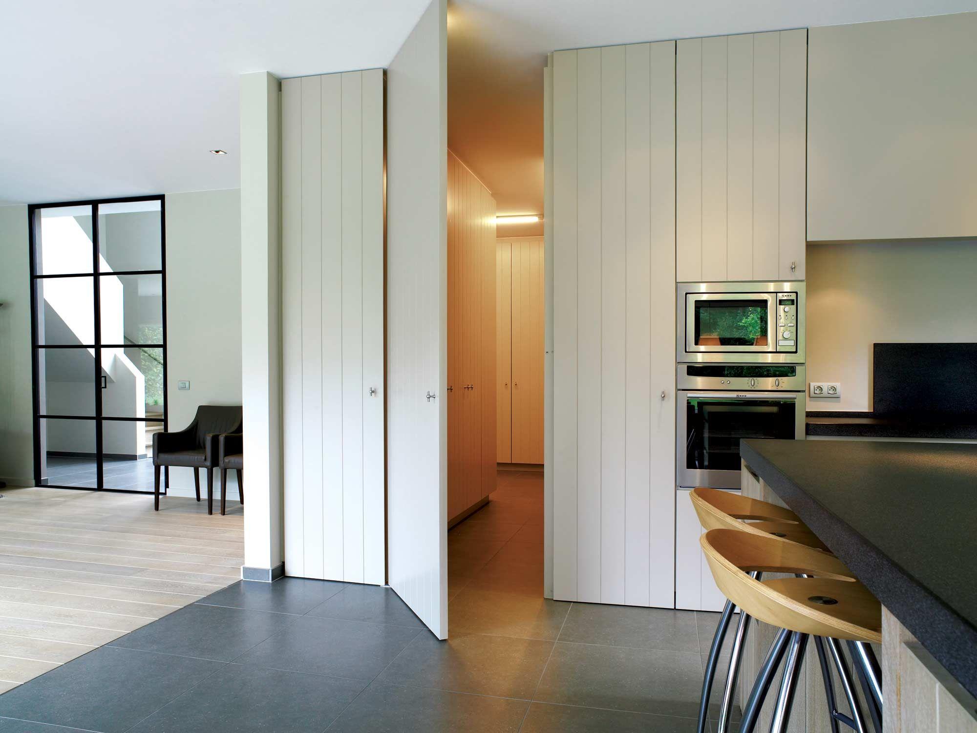 Interieur hoskens interieurstudio deur in zelfde stijl als kast deuren kitchen pinterest - Minimalistische einrichtungsideen ...