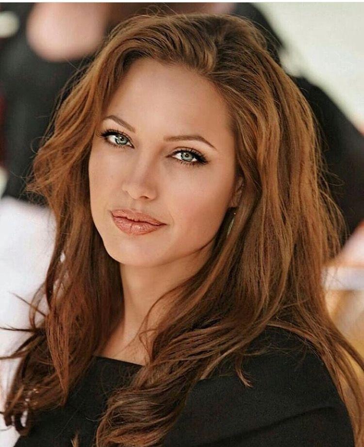 Angelina Jolie Natural Makeup Look Hair Style Angelina Jolie Angelina Jolie Makeup Angelina Jolie Photos