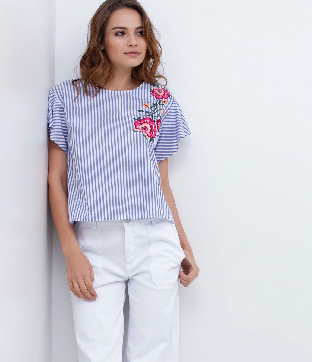 Blusa feminina Manga curta Listrada Com bordados Gola redonda Marca:  Marfinno Tecido: tricoline Modelo