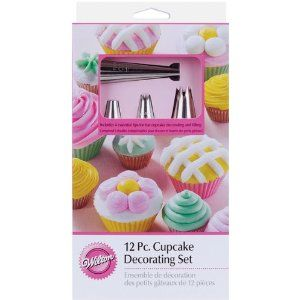 Wilton 21046667 12 Piece Cupcake Decorating Set Cake Baking and
