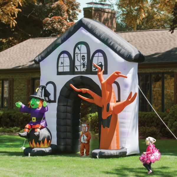 The Inflatable Haunted Property -   wwwinterior-design-mag - halloween inflatable decorations