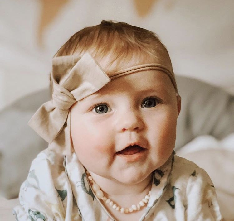 She Just Has The Most Beautiful Eyes Littleellarae Babygirl Babyeyes Girlmom Bow Hairbow Neutral Babyp Cutest Babies Ever Baby Eyes Beautiful Children
