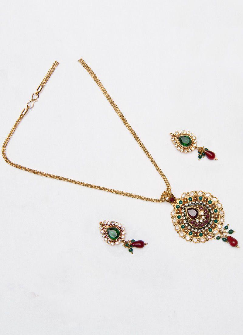 alluring stones decked pendant set accessorize it up