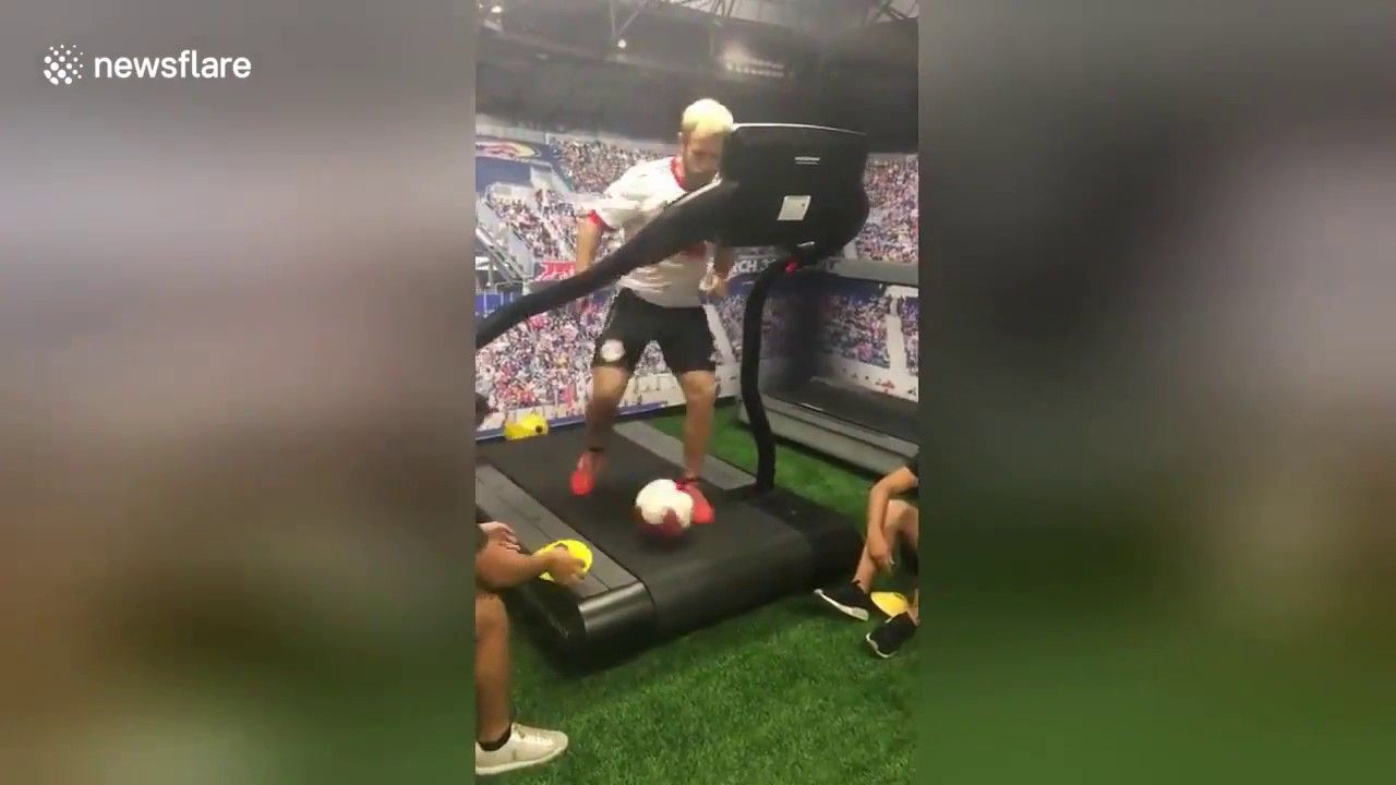 US soccer coach demonstrates amazing dribbling skills on
