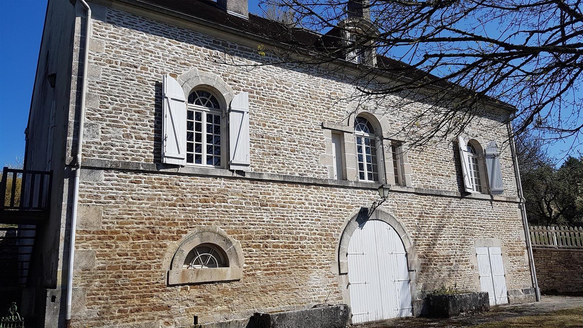 Period Stone Presbytery – Close to Langres