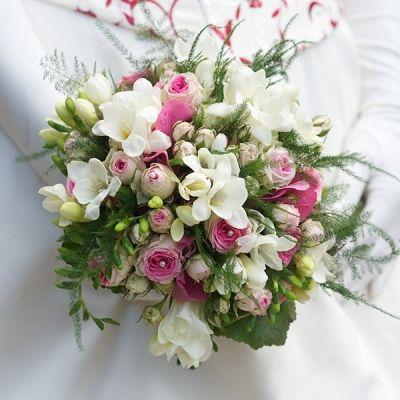 bouquet rond robe de mari e pinterest plus d 39 id es bouquet mariages et champagne. Black Bedroom Furniture Sets. Home Design Ideas