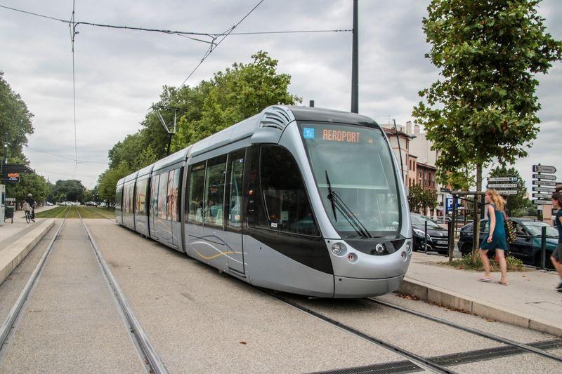 Tramway à la station Palais de Justice Trains Pinterest