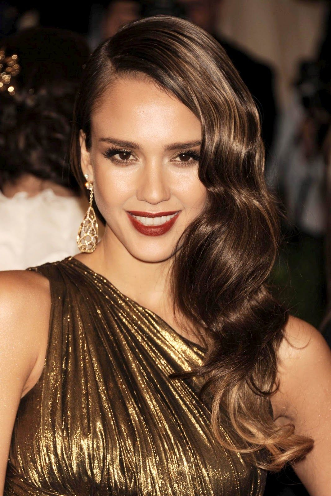 jessica albas vintage glamour hairstyle look with umberto giannini