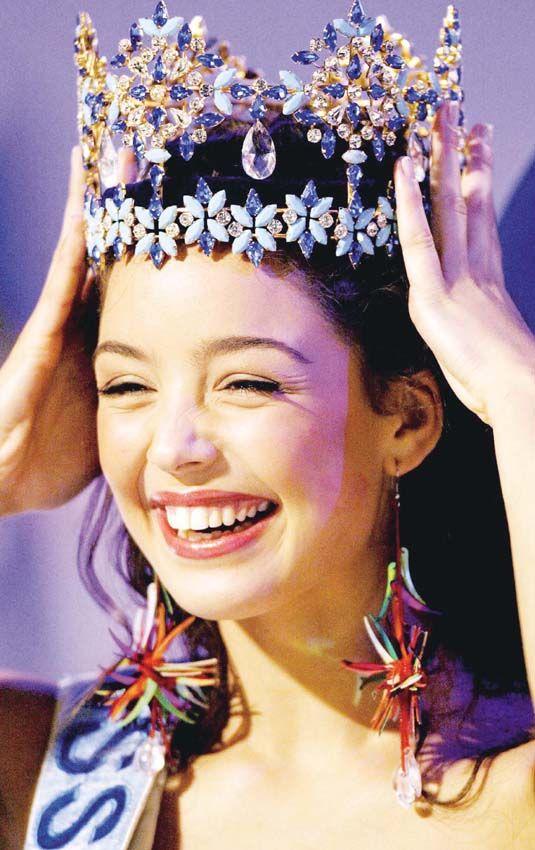 Azra Akin Miss Of The World 2002 She Is A Dutch Turkish Beauty Uzun Sac Guzellik Yarismasi Guzellik