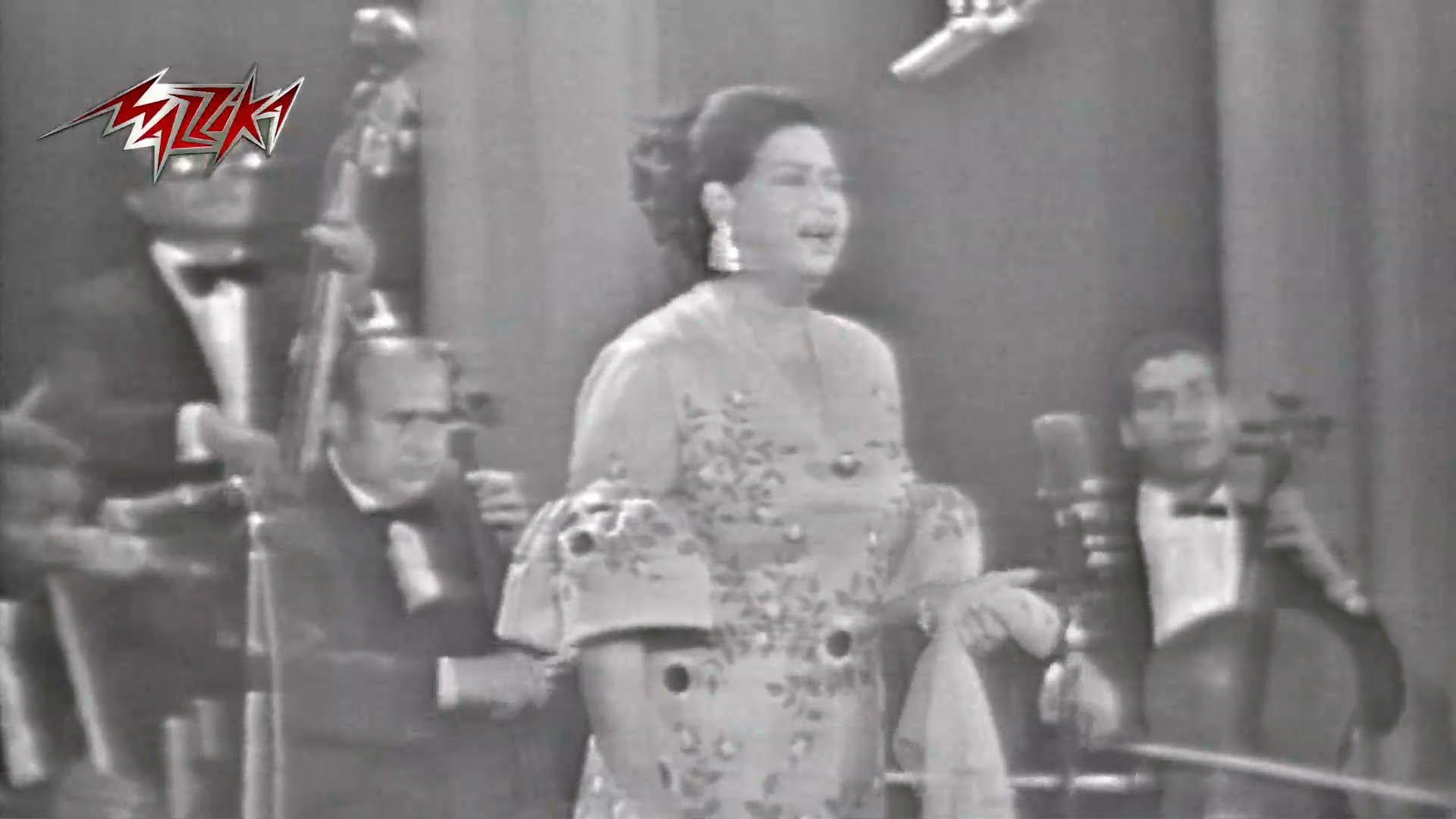 Aghadan Alqak Concert Umm Kulthum اغدا القاك حفلة ام كلثوم Concert Statue Greek Statue