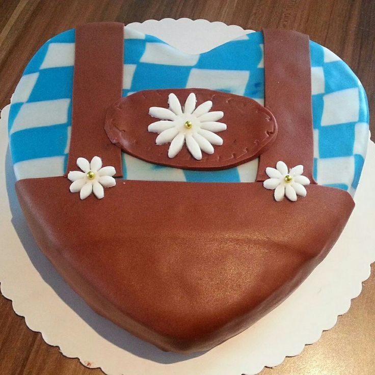 Lederhosen-Kuchen - saftig, schokoladig und lecker.  #Kuchen #cake #Oktoberfest #octoberfestfood