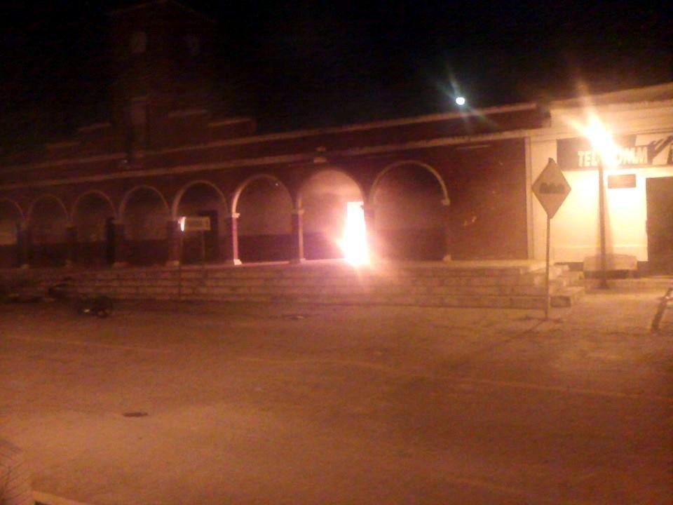 Culpan a policías de matar a detenido y queman alcaldía en Campeche