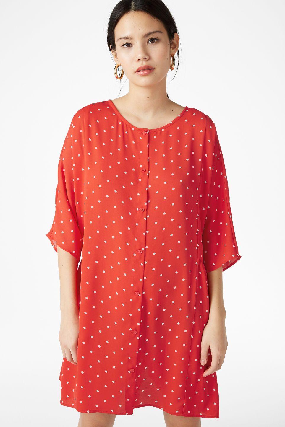 An oversized unu flowy kneelength dress with length sleeves and