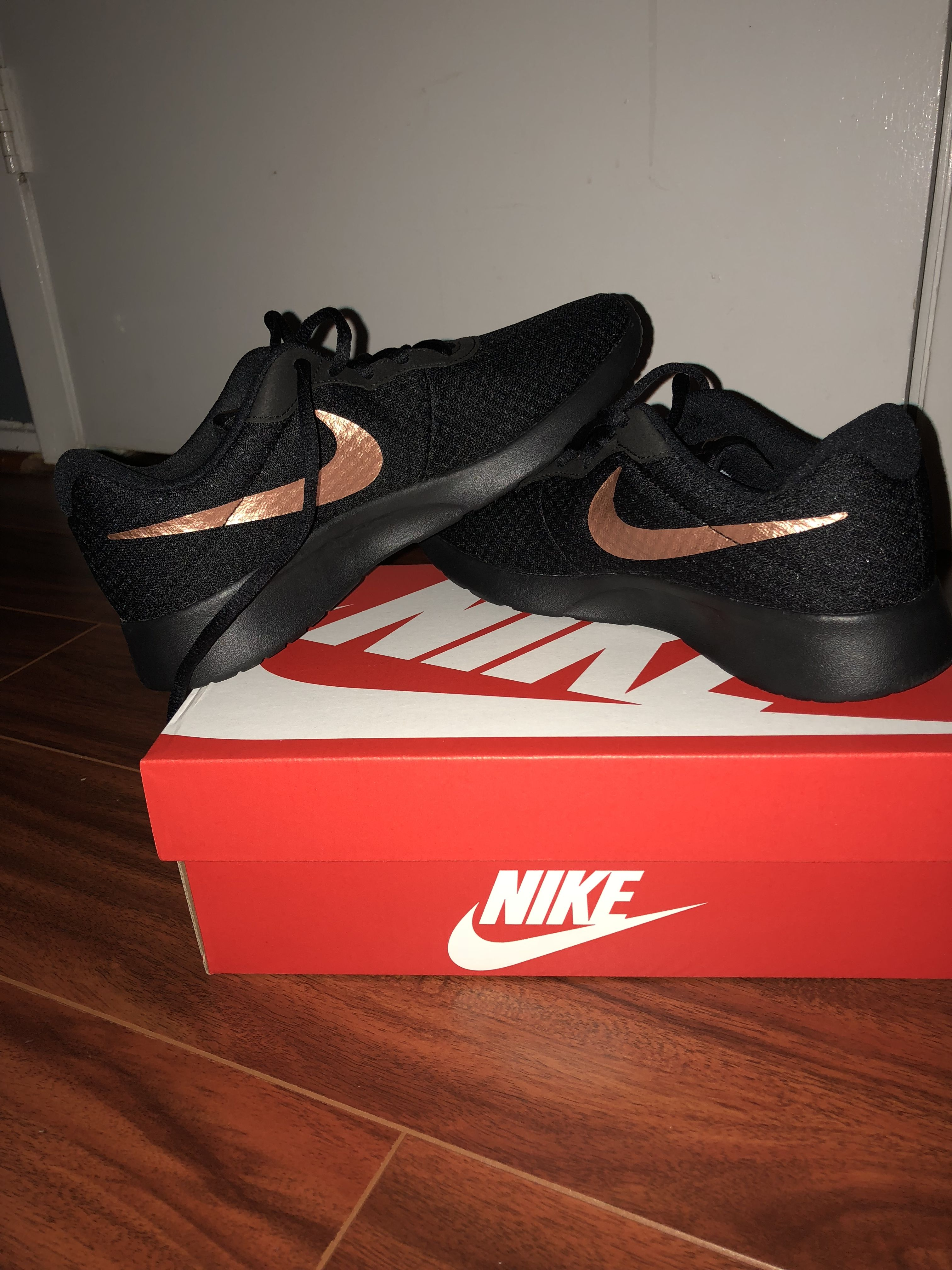4cd2ca357b5 Black and RoseGold Nike 😍 Black Nike Sneakers