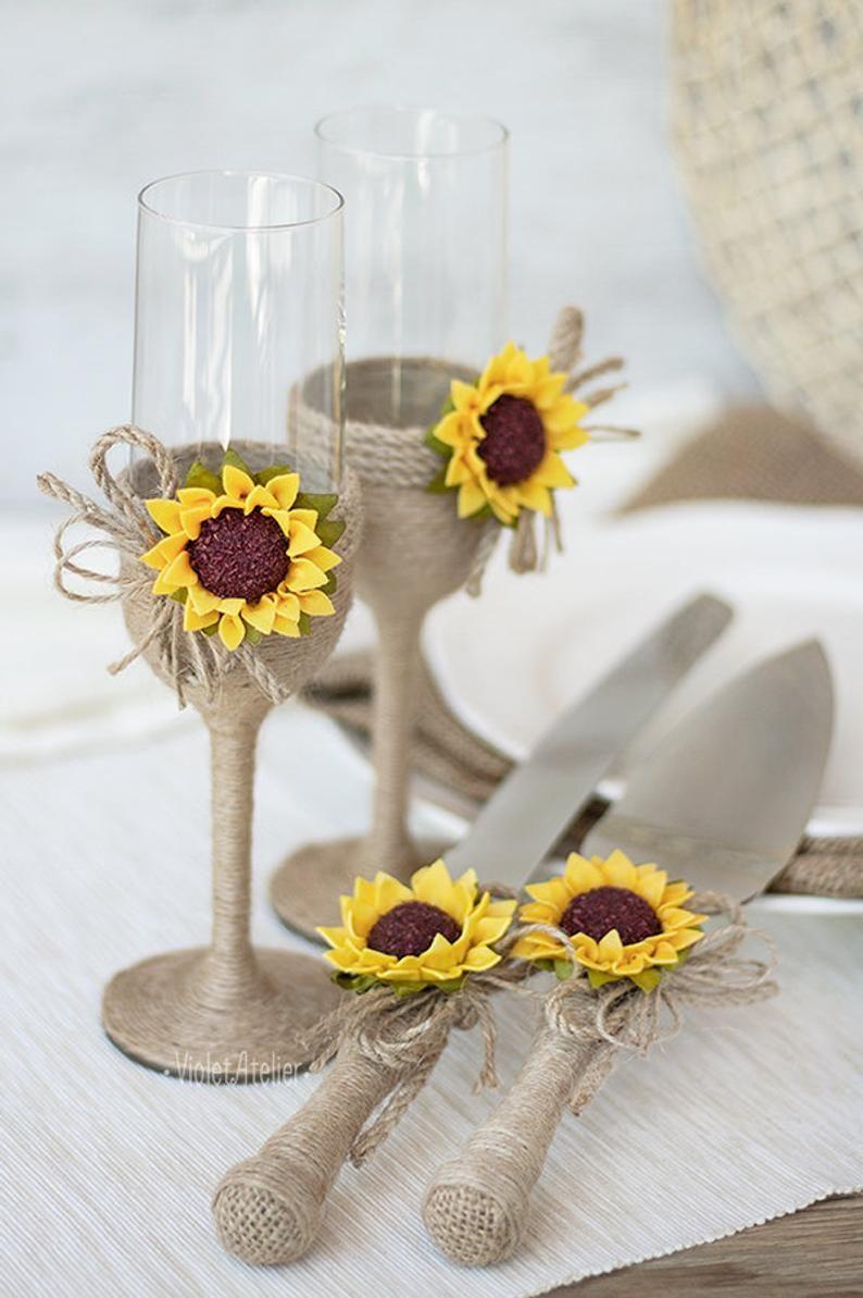 Wedding Champagne Glasses Sunflower Wedding Glasses Rustic Toasting Flutes Bride and Groom Glasses Wedding Mr /& Mrs Bridal Shower Gift