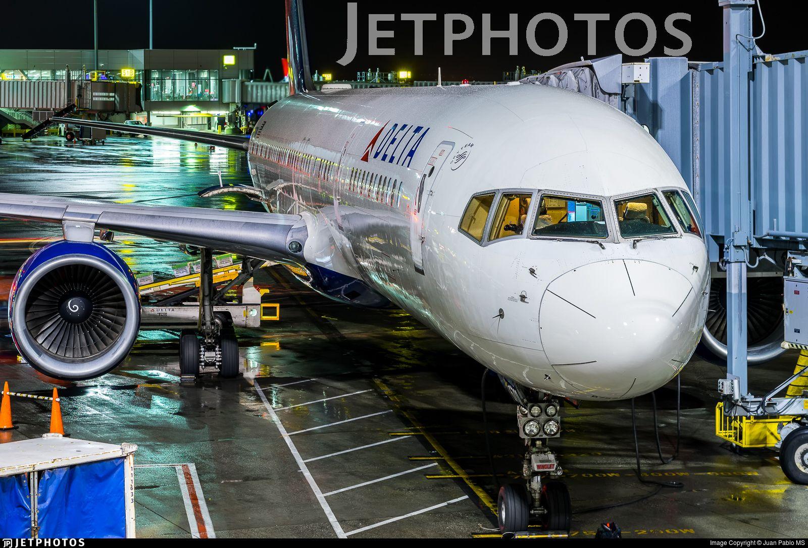 N6711M. Boeing 757232. is the biggest