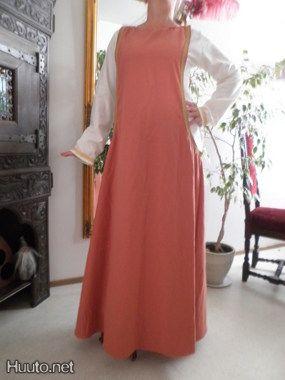 keskiaikatyylinen mekko by pahkina22