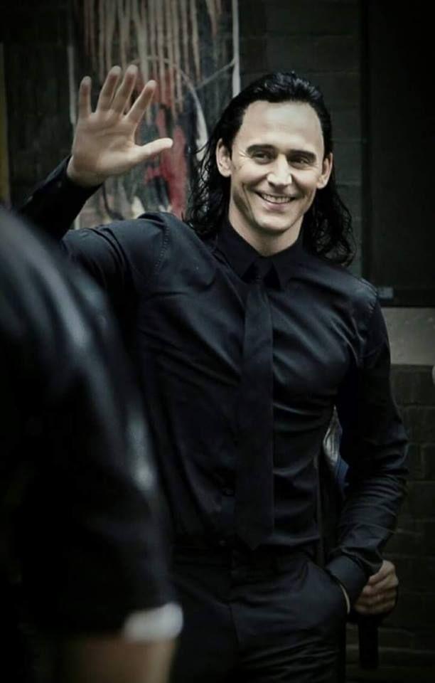 Tom Hiddleston as Loki filming Thor: Ragnarok in Brisbane ...