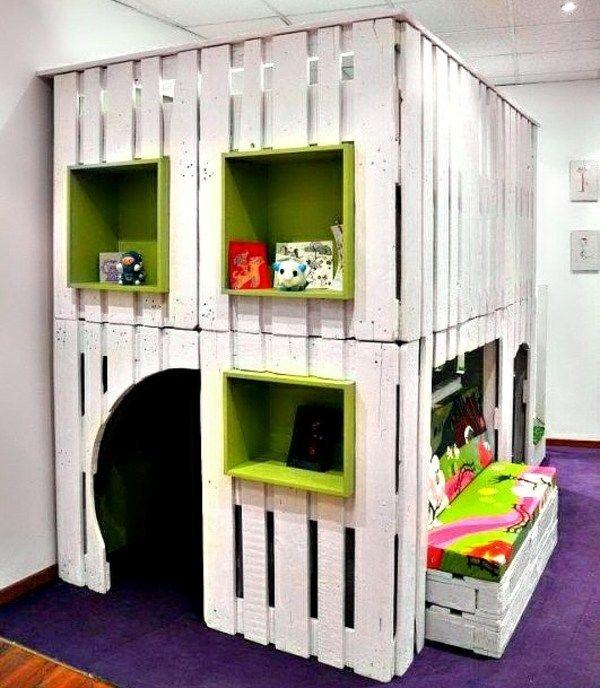 Kinderzimmer selber bauen  Paletten Möbel Kinderzimmer Spielhaus Wandregale | spielhaus ...