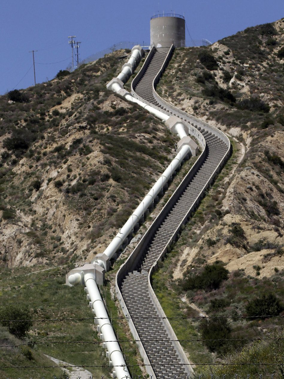 aqueduct turned los angeles