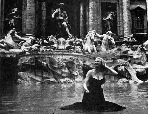 La Dolce Vita (1960) - Trevi fountain, Roma Images in motion - schwarz weiße küche