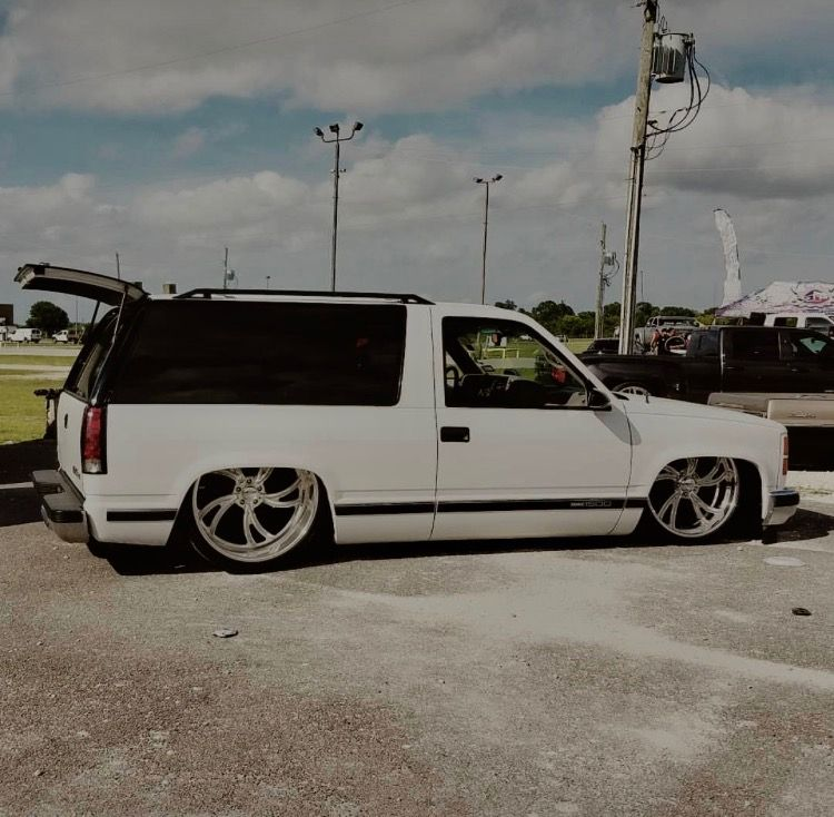 Pin By Junior Diaz On Extreme Lows Custom Chevy Trucks Chevy