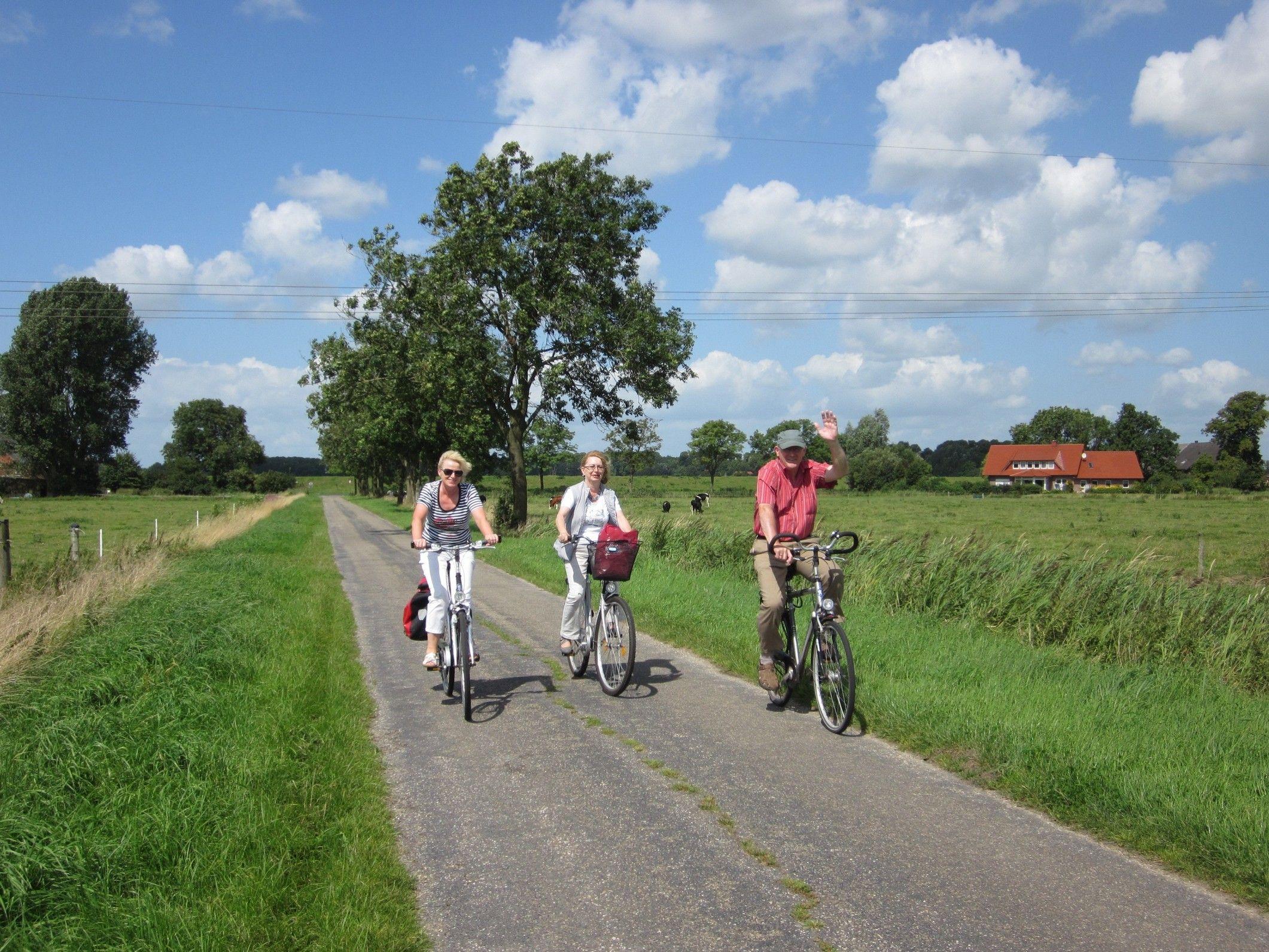 Rhauderfehn Bietet Tolle Naturnahe Radwege Ein Fahrradtour Lohnt Sich Ostfriesland Urlaub Radfahren Ostfriesland