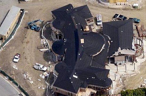 Kim Kardashian And Kanye West Buy 11m Mansion For Growing Family Kim Kardashian Kanye West Kanye West And Kim Celebrity Mansions