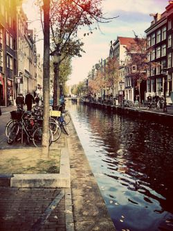 What a pretty photo in Amsterdam, it is so hard to take these in a city that is always a bustle.