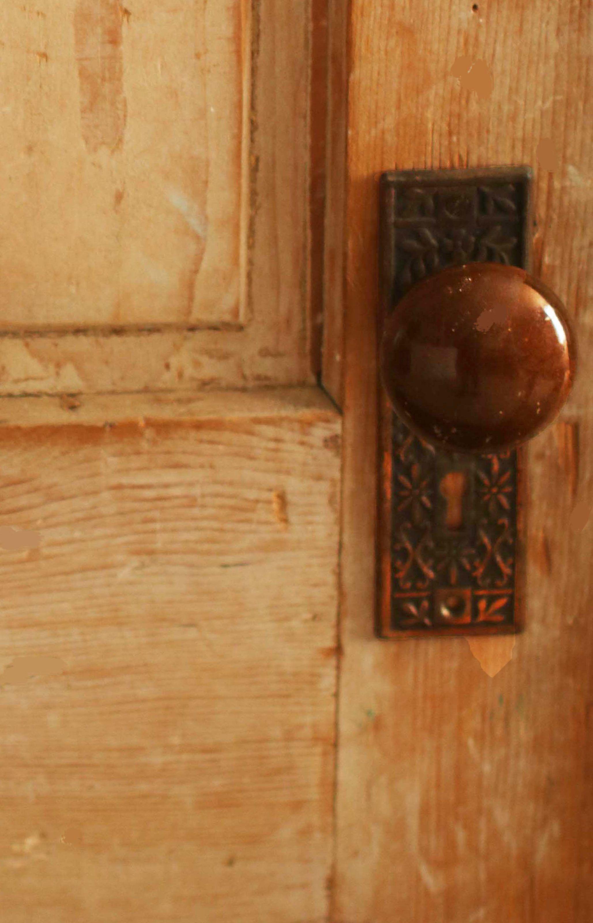 Repurpose Old Wood Doors Diy Tips And Tricks Old Wood Doors